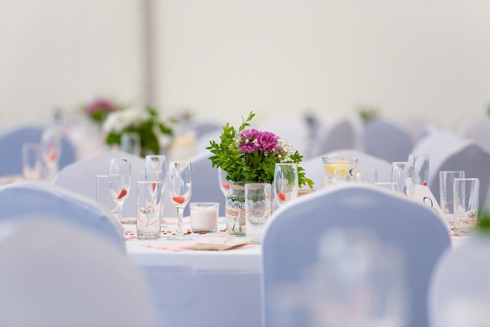 svatební dekorace na svatbě Denisy a Romana v party stanech Etimex