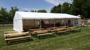 Party stany Etimex jsou připraveny na vaše atrakce. S party stany si můžete půjčit i pivní sety, tak jako na obrázku