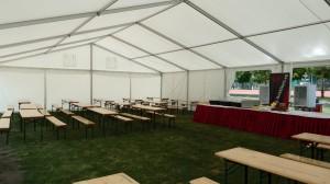 Velkokapacitní pivní stan je připraven na akci, včetně pivních setů a půjčovny gastro vybavení