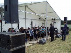 Mladí hudebníci v Party stanech Etimex. Jsme partnery firemních akcí, koncertů, party