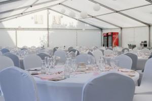 Svatba venku jedině s Party stany Etimex. Na svatbu vám půjčíme i pivní set nebo nůžkový stan