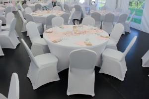 Svatby jsou naší dvorní disciplínou. Party stany Etimex vám na svatbu venku půjčí party stan, stoly, židle, pivní sety, ubrusy a další gastro vybavení