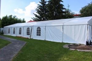 Svatba venku s Party stany Etimex a pohled na vnější část velkokapacitního party stanu