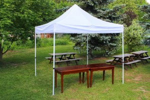 Také malý nůžkový stan využijete pro svatbu na louce nebo svatbu na zahradě s Party stany Etimex