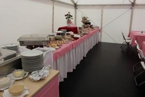 Ve spolupráci s našimi partnery vám Party stany Etimex připraví catering. Půjčovna gastro vybavení je samozřejmostí