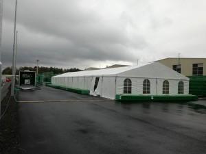 Velkokapacitní party stan vás ochrání před deštěm a dalšími rozmary počasí. Spolupracujte s Party stany Etimex